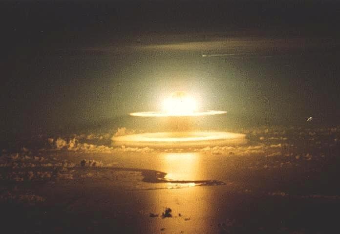 http://i45.servimg.com/u/f45/11/25/34/45/bombe-16.jpg