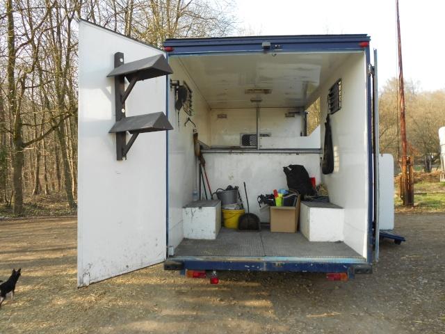 a vendre camion vl chevaux 8000euros. Black Bedroom Furniture Sets. Home Design Ideas