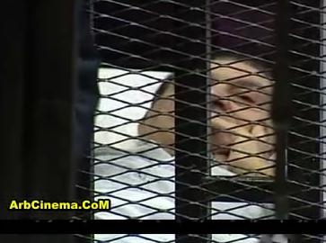 دخول مبارك قفص الإتهام للمحاكمة مع علاء وجمال صور وفيديو
