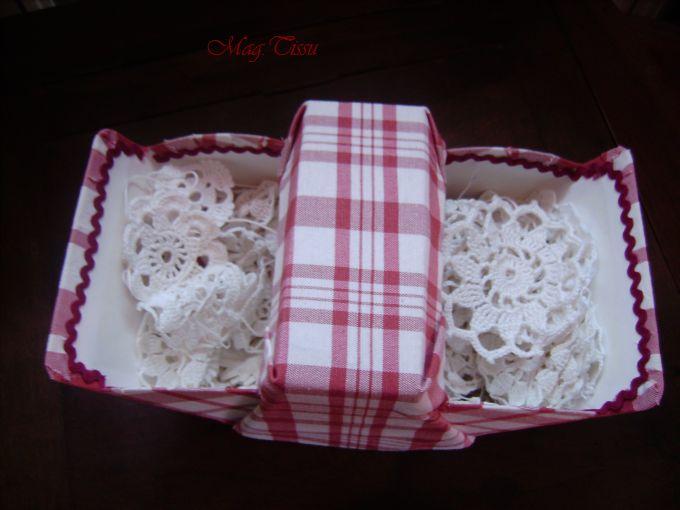 Support de boîte à friandises recouvert d'un tissu à carreaux rouge et blanc