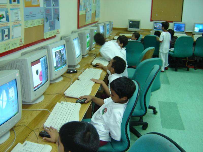 طلاب الصف الأول الإبتدائي في غرفة