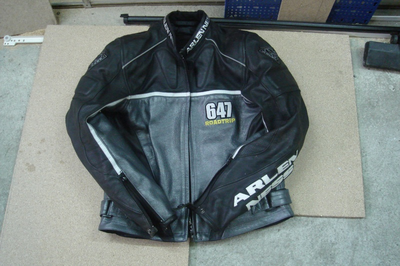 vds blouson cuir arlen ness taille m forum moto run 100 motards m canique equipement gp. Black Bedroom Furniture Sets. Home Design Ideas