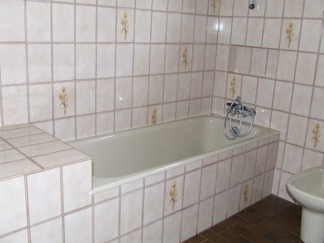 repeindre une baignoire repeindre une baignoire les trucs et astuces de repeindre une. Black Bedroom Furniture Sets. Home Design Ideas
