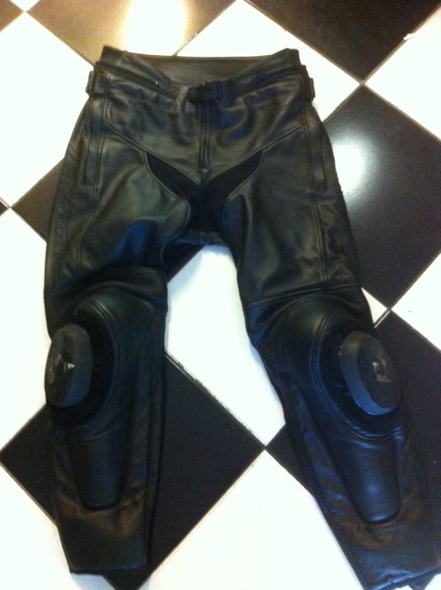 pantalon cuir dainese delta t50. Black Bedroom Furniture Sets. Home Design Ideas