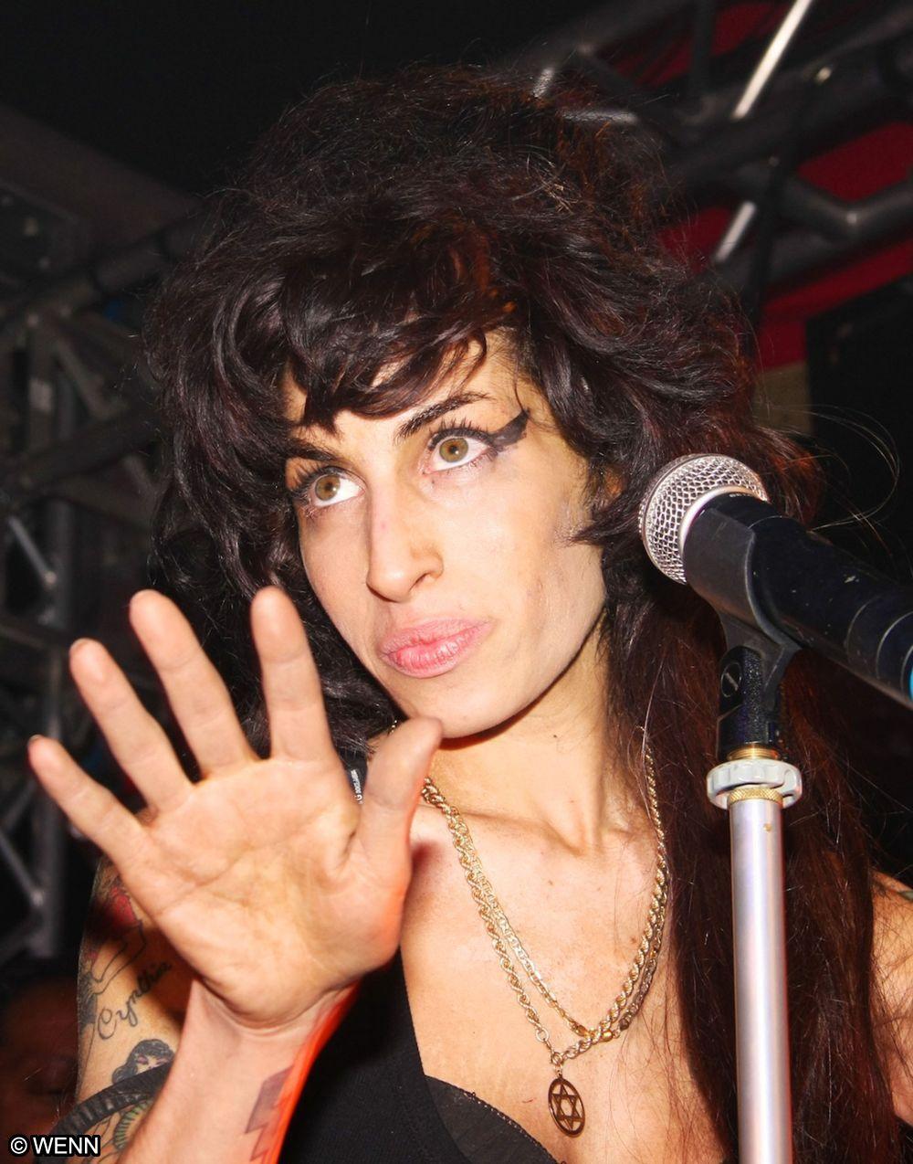 Simian line palmistry tony blair tony bliar - English Singer And Songwriter Amy Winehouse