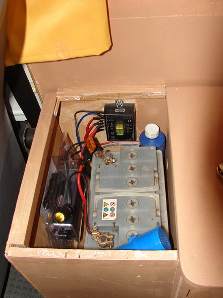 2 batteries auxiliaire. Black Bedroom Furniture Sets. Home Design Ideas