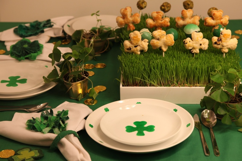 D co eph m re tables st patrick for Decoration saint patrick