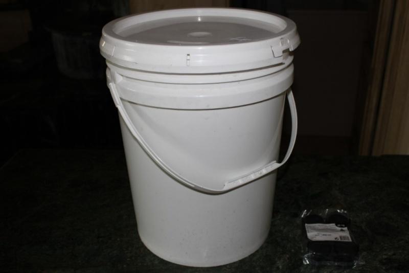 Faidate bucket system secchiello con ruote for Ruote leroy merlin