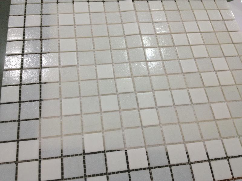 c est la mme mosaque sur les deux photos jointee sur la premire puis sur trameque jai mise sur une feuille blanche - Salle De Bain Mosaique Blanche
