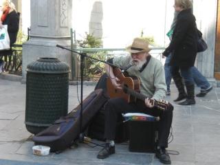L'homme à guitare dans MOMENT DE VIE guitar10