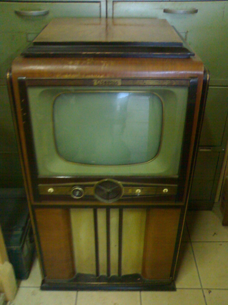 T loches vintage televisions 1940s 1950s and 1960s tv for Meuble tv qui tourne