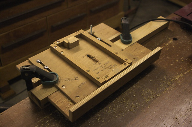 fabrication meuble de salle de bains en robinier page 2. Black Bedroom Furniture Sets. Home Design Ideas