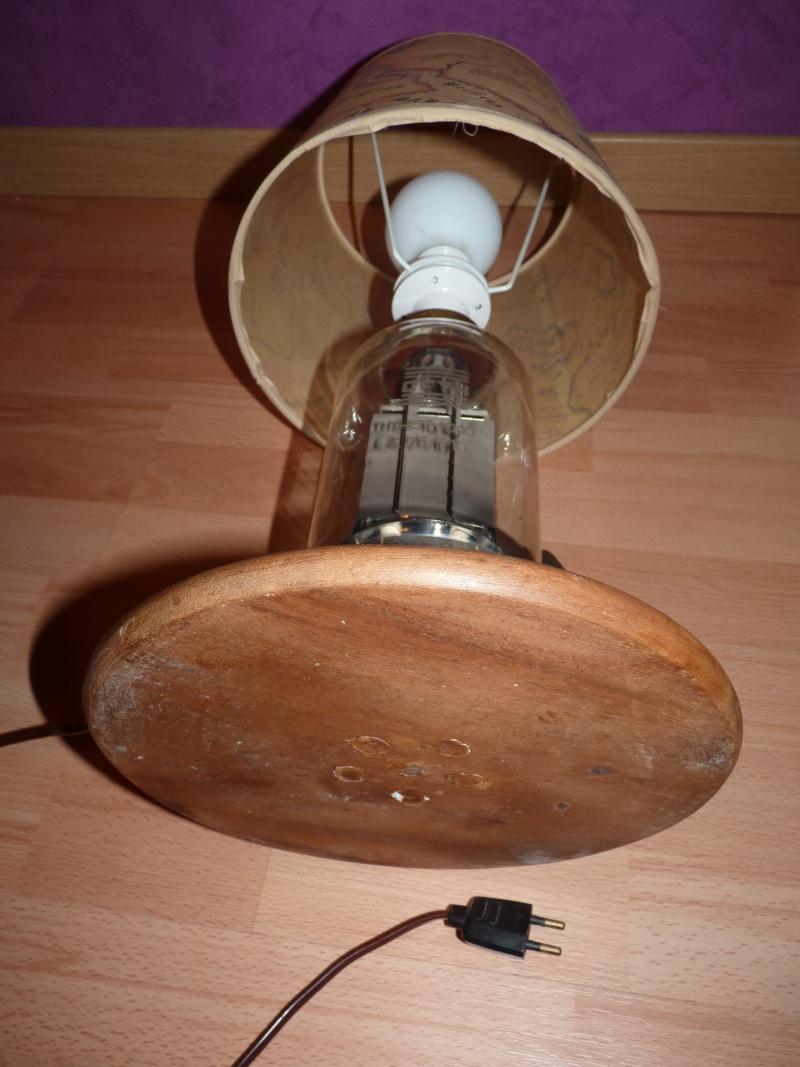 un tas de lampes de chevet et une applique. Black Bedroom Furniture Sets. Home Design Ideas