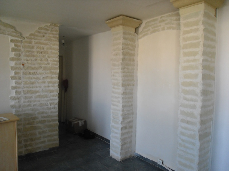 Quelle couleur avec des murs en fausses pierres for Quelle couleur associer avec un mur en pierre